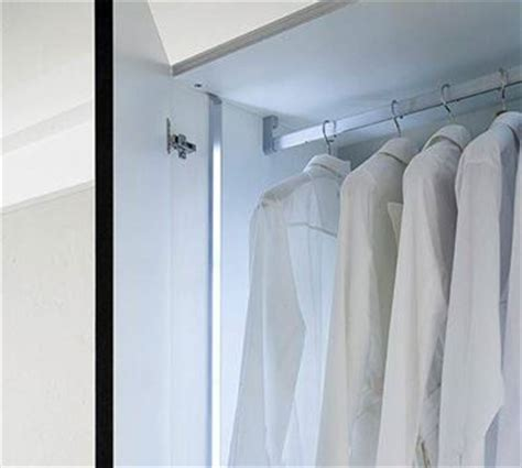 illuminazione armadi illuminazione armadi automatica idee per la casa