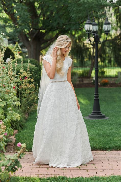 Lds Wedding Dress by 20 Gorgeous Modest Wedding Dresses Lds Living