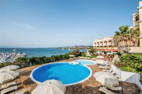 hotel gabbiano azzurro ad agosto planate sulle pi 249 spiagge sarde hotel