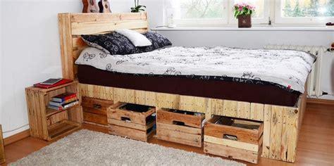 cama con almacenaje 3 camas de palet con almacenaje incluido para ahorrar espacio