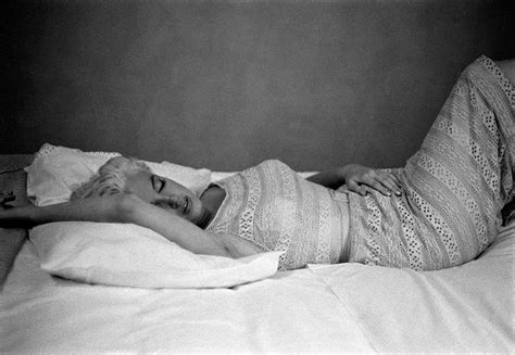 dead in bed the gallery for gt marilyn monroe death photos bed