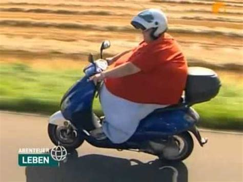 Motorradfahren Geil by Dicke Frau F 228 Hrt Motorroller D Youtube