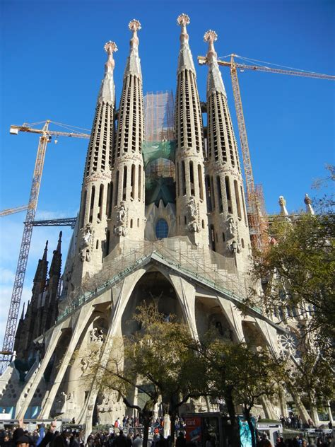 run   travel: Sagrada Familia   Gaudi's cathedral