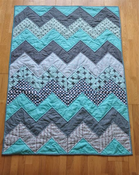 blue pattern casual baby quilt baby blue chevron quilt tutorial favequilts com