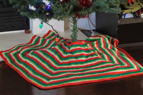 mod stripe tree skirt free knitting pattern at jimmy beans