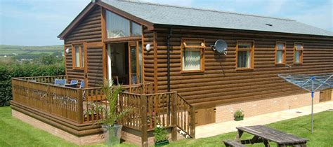 Log Cabin Living Uk by Log Cabin Breaks Rent A Cabin For Your Next