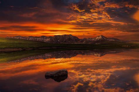 wallpaper dusk twilight mountains lake reflection hd
