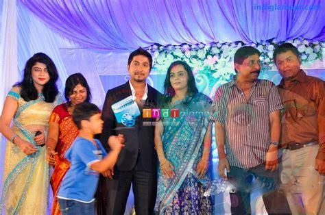 actor vineeth sreenivasan wedding photos vineeth sreenivasan reception photos wedding reception