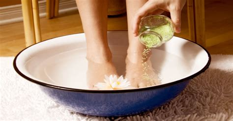 Helping Someone Detox From At Home by How To Make A Detox Foot Soak At Home To Help Flush Out Toxins