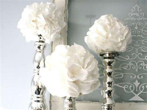 bicchieri giganti decorare la tavola con i tovaglioli di carta foto