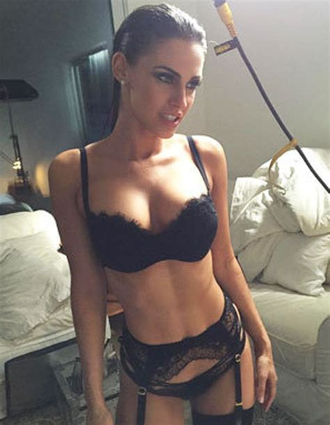 celeb oral jessica lowndes flashes killer cleavage days after oral