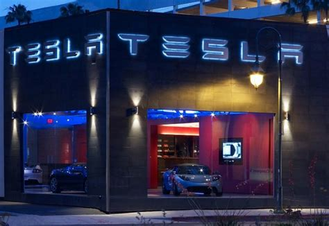 Tesla Showroom Tesla Motors La Flagship Store Is Green Tesla La