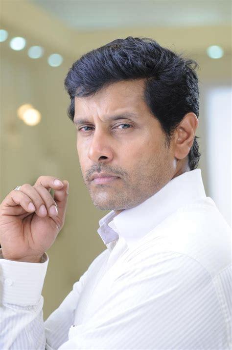 actor vikram father vinod raj vikram biography cithram