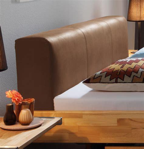 bettgestell mit kopfteil bettgestell aus massivholz mit kunstleder kopfteil vimara