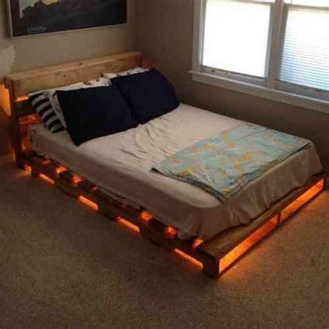 canapé lit en palette les 25 meilleures id 233 es de la cat 233 gorie lit palette sur