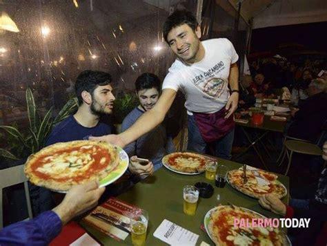 cameriere palermo camerieri a 5 stelle la pizza la servono i deputati grillini