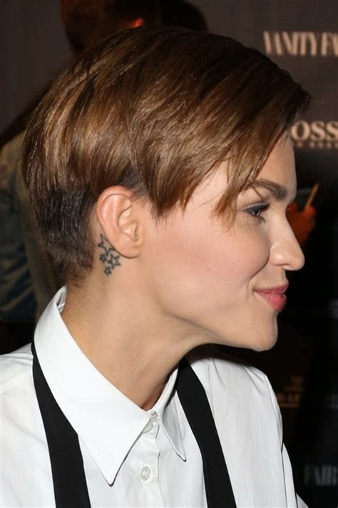 how to do ruby roses haircut ruby rose straight medium brown bob choppy layers