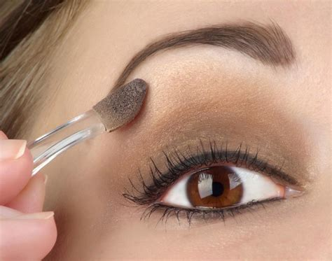 how to use eyeshadow palettes correctly how to apply eye shadow makeup makeup vidalondon