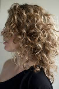 how to get soft curls in medium length hair top 28 best curly hairstyles for girls styles weekly