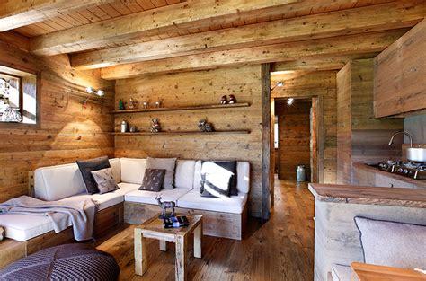 interni di di montagna arredamento mansarda di montagna ispirazione di design