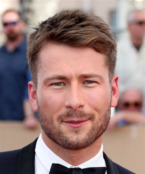 hiarstyles for straight haired big forehead men glen powell short straight casual hairstyle medium brunette