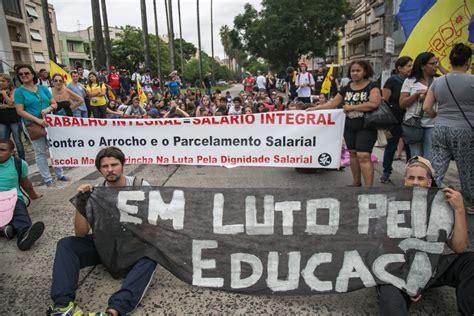 bonus de professores da rede estadual 2016 professores e estudantes fecham ruas em protesto contra