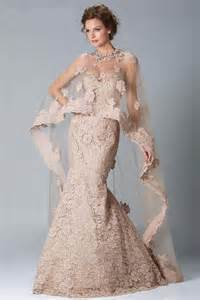 Wedding new lace wedding gown with a beautiful shawl