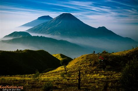 wallpaper di atas awan gunung prahu sebuah cerita dari negeri di atas awan