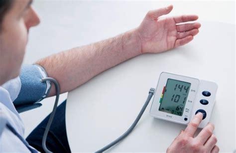 alimenti per abbassare la pressione arteriosa ipertensione gli alimenti per abbassare la pressione
