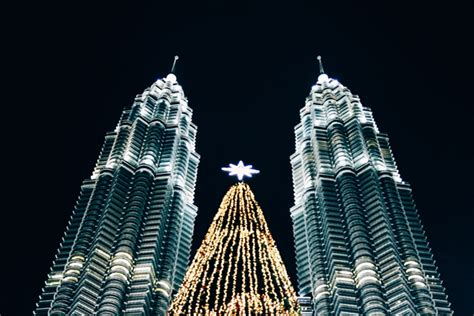 top  stunning places  visit  asia  christmas