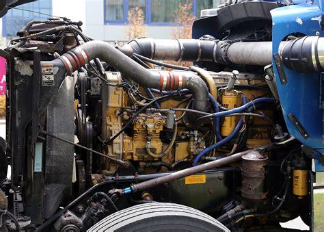 kenworth engines file caterpillar 3406 engine in kw w900 left jpg