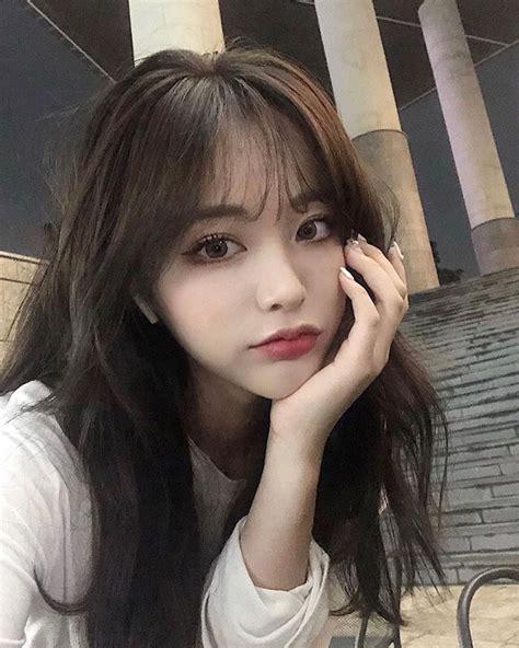 model rambut poni wanita korea depan samping
