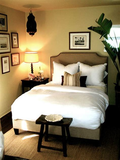 small guest room 10 all white bedroom linens guest rooms dark wood and