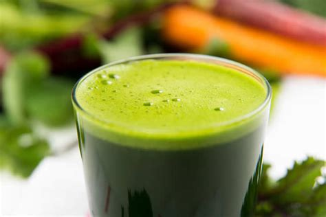 Detox With Algae by Immunity Boosting Apple Fennel Green Juice With E3live Algae