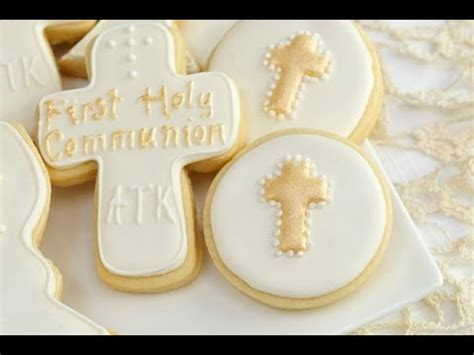 How To Decorate Sugar Cookies With Royal Icing How To Decorate 1st Holy Communion Cookies Youtube