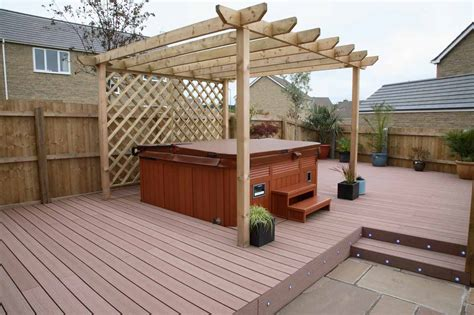 redwood vertigrain deck surrounding a hot tub with a