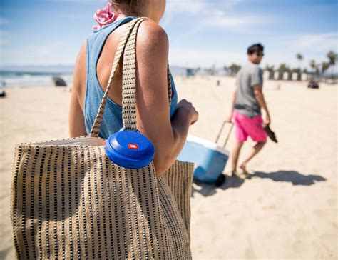 Jbl Clip Splashproof Portbale Blietooth Speaker clip splashproof portable bluetooth speaker by jbl