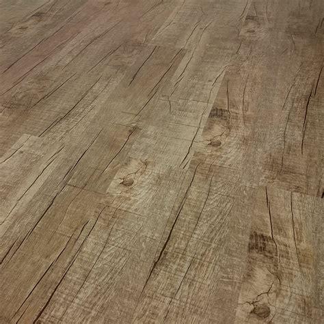 pvc boden reinigen flecken vinylboden mit einem staubsauger reinigen