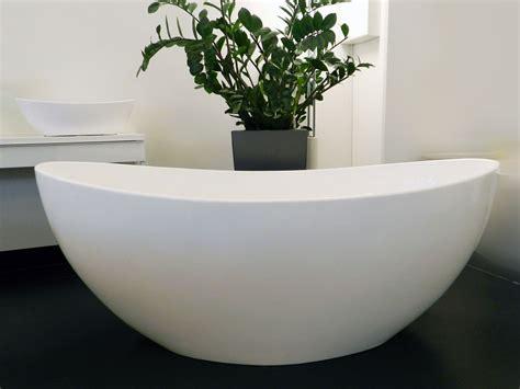 hellweg badewanne novara freistehende mineralguss badewanne wei 223 matt