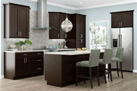 birch shaker kitchen cabinets 136 best backsplash images on pinterest