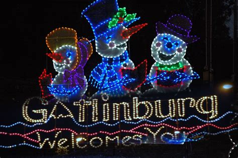 6 reasons to spend christmas in a gatlinburg cabin