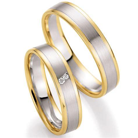 Eheringe Wei Und Gelbgold by Eheringe Trauringe Aus Wei 223 Gold Und Gelbgold Mit Diamant