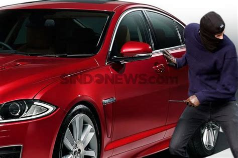Spion Mobil Mewah Beraksi Dikemacetan Pencongkel Spion Mobil Mewah