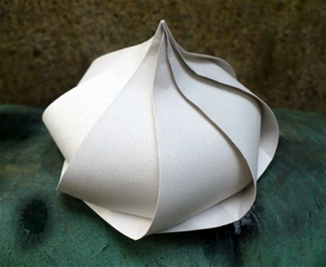 Self Closing Origami Box - garlic bulb a and bulbs on
