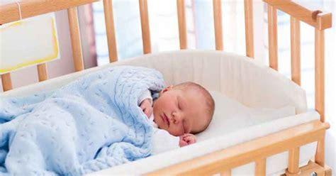 comment faire dormir bébé dans sa chambre sommeil b 233 b 233 sur le ventre le dos le c 244 t 233 comment