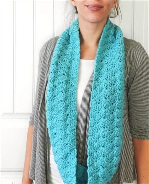 infinity scarf 32 easy crochet infinity scarf ideas diy to make