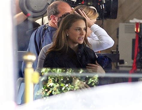 natalie portman images on set at the house of pies in los