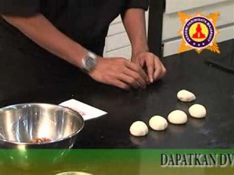 cara membuat kue zupa cara membuat menghias cake irit telur part 2 kursus kue