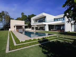 modern homes florida a superb modern home in miami beach florida