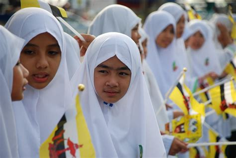 hari kebangsaan brunei sekolah persediaan arab bandar seri begawan mengibar